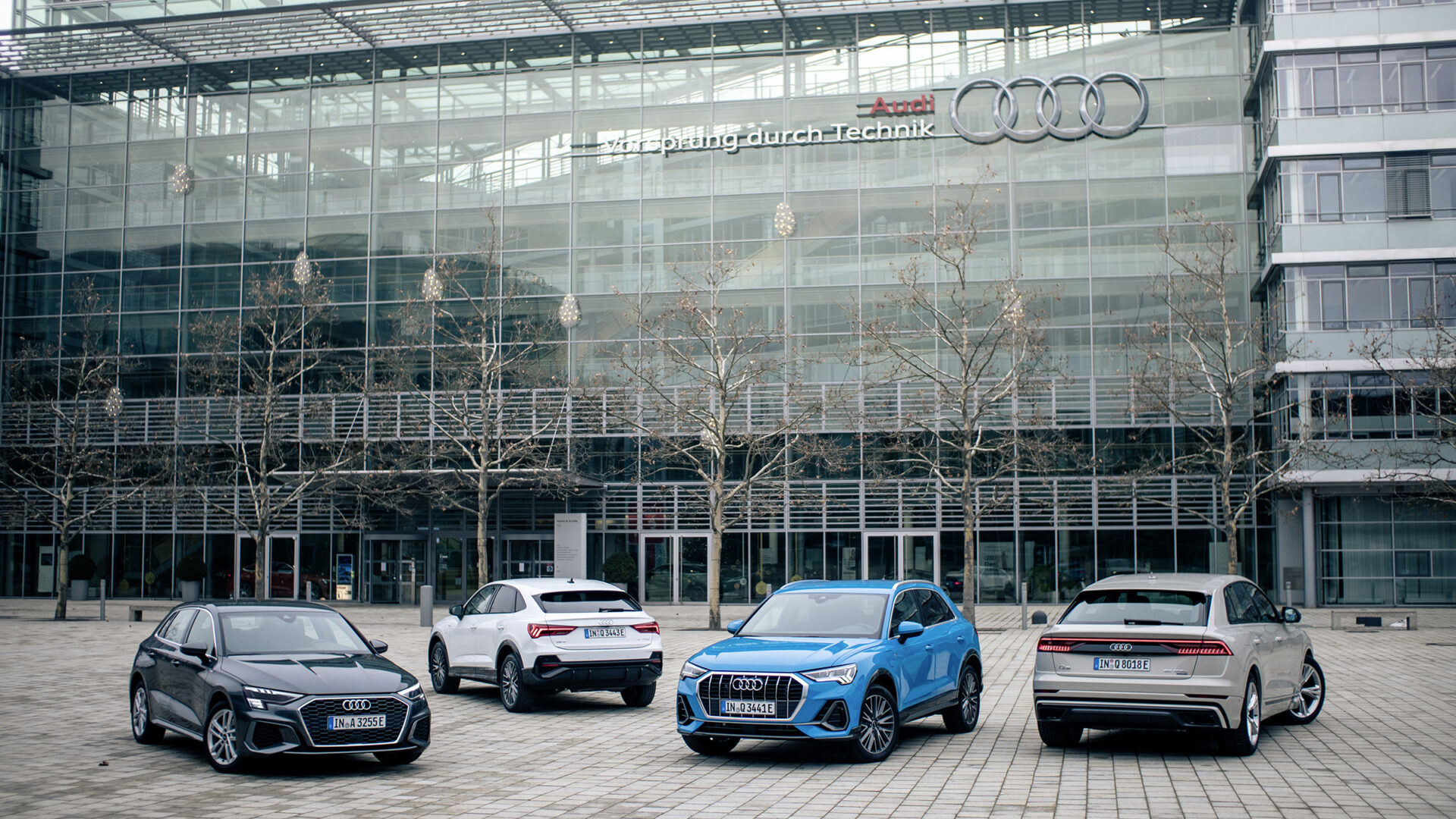 Audi A3 Sportback 40 TFSI e, Colour: Daytona grey Audi Q3 Sportback 45 TFSI e, Colour: Glacier white Audi Q3 45 TFSI e, Colour: Turbo blue Audi Q8 60 TFSI e quattro, Colour: Vicuρa beige