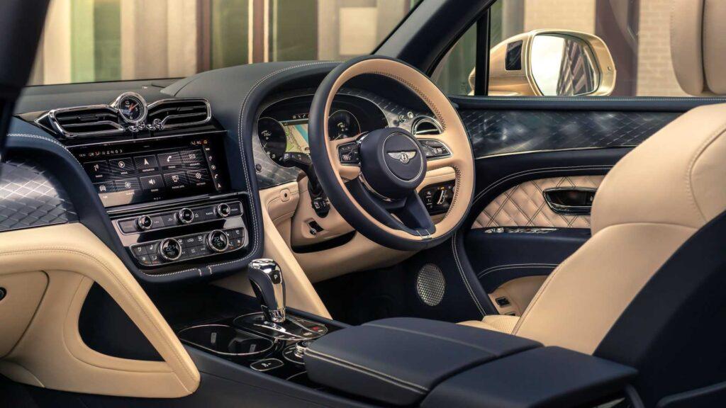 Το εσωτερικό της ανανεωμένης Bentley Bentayga Hybrid