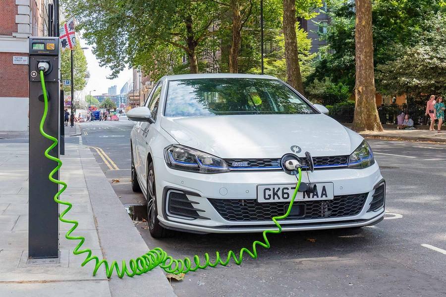 Φόρτιση plug-in αυτοκινήτου