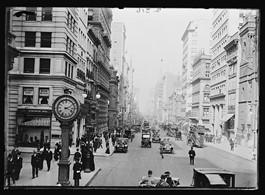 Φωτογραφία σε δρόμο της Νέας Υόρκης στις αρχές του 20ου αιώνα.