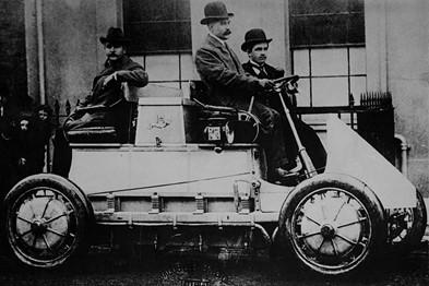 Το πρώτο υβριδικό ηλεκτρικό αυτοκίνητο στον κόσμο
