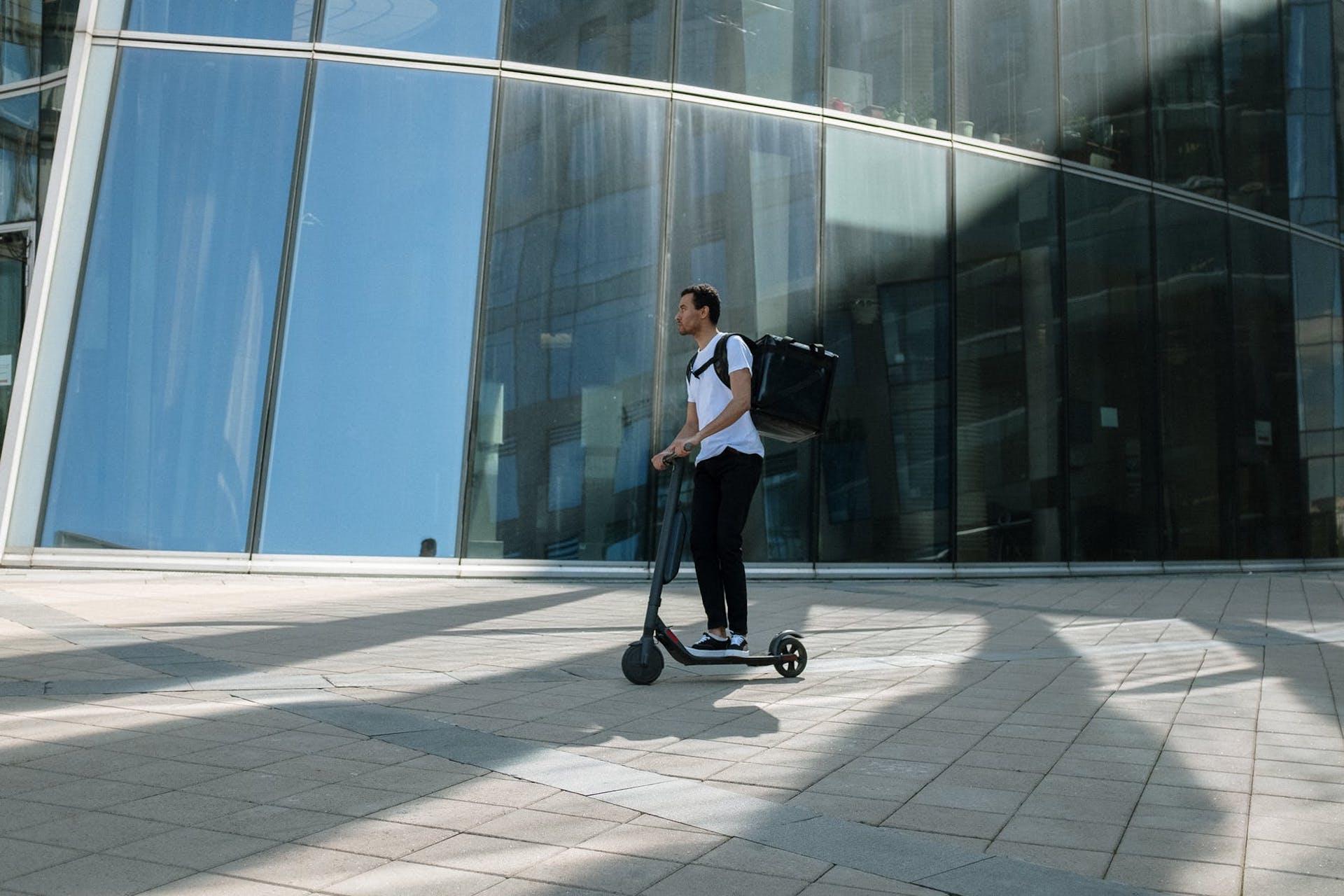 αναβάτης e-scooter