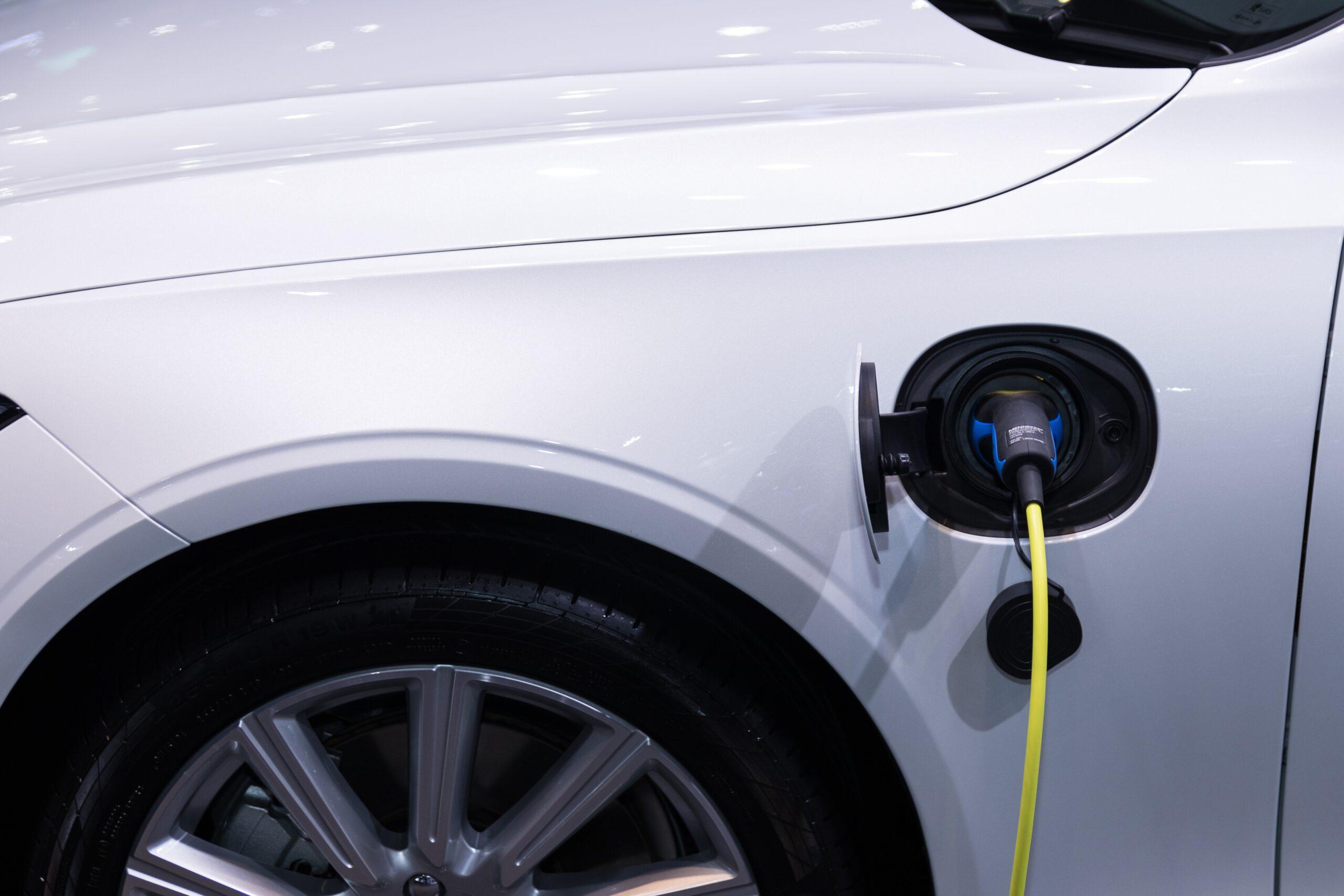 Ηλεκτρικό αυτοκίνητο φορτίζει