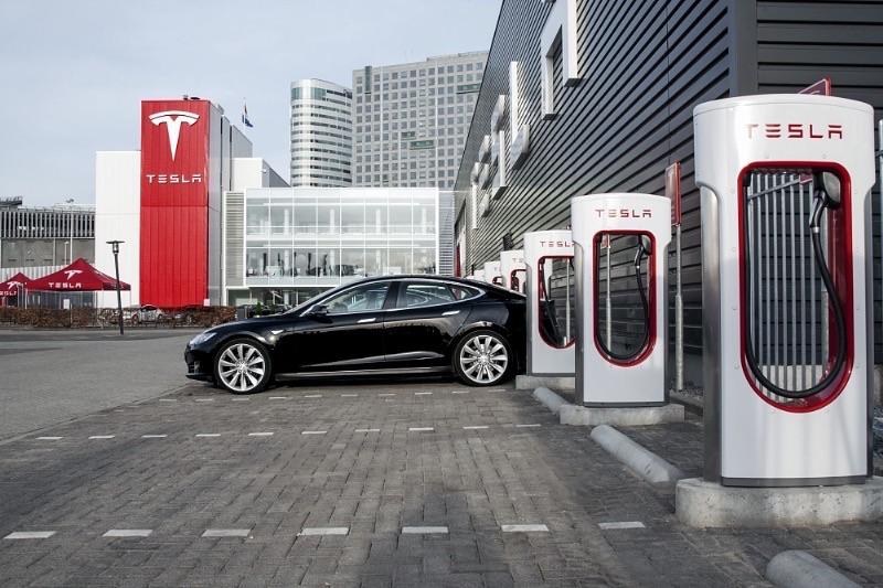 Tesla charging 7