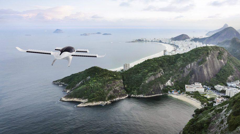 irgin Atlantic, Azul Airlines της Βραζιλίας Καταρτίστε σχέδια για αγορές αεροσκαφών eVTOL 02 Αυγούστου 2021 || 3 λεπτά διάβασμα Πρόσθετες αεροπορικές εταιρείες ακολουθούν το jetstream της United Airlines για να αγοράσουν αεροσκάφη eVTOL για να αναπτύξουν καλύτερα τις προσφορές υπηρεσιών τους σε ένα μελλοντικό τοπίο κινητικότητας, βασιζόμενοι στον ήδη σημαντικό αριθμό των μικρότερων περιφερειακών εταιρειών κινητικότητας που έχουν ήδη δεσμευτεί για ηλεκτρικά αεροσκάφη σταθερής πτέρυγας και eVTOL. Ε Η Virgin Atlantic μοιράστηκε νωρίτερα φέτος τον Ιούνιο ότι έχει επιλογές για έως και 150 αεροσκάφη από το Μπρίστολ, την Vertical Aerospace με έδρα το Ηνωμένο Βασίλειο και τη βραζιλιάνικη αεροπορική εταιρεία Azul επίσης πρόσφατα ανακοίνωσε τις προθέσεις της να αγοράσει έως και 220 eVTOL από τη γερμανική Lilium, σε μια σταθερή συμφω